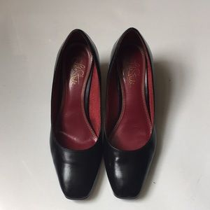 Pre owned black Life Stride shoes